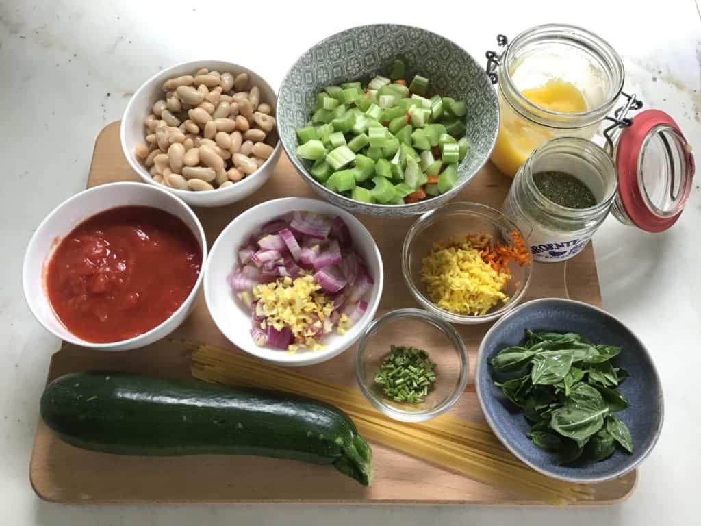 Ingrediënten minestrone voor bereiding in slowcooker