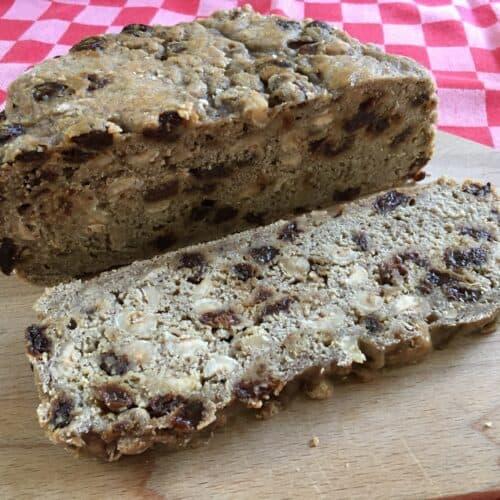 Rozijnen-noten brood uit de slowcooker